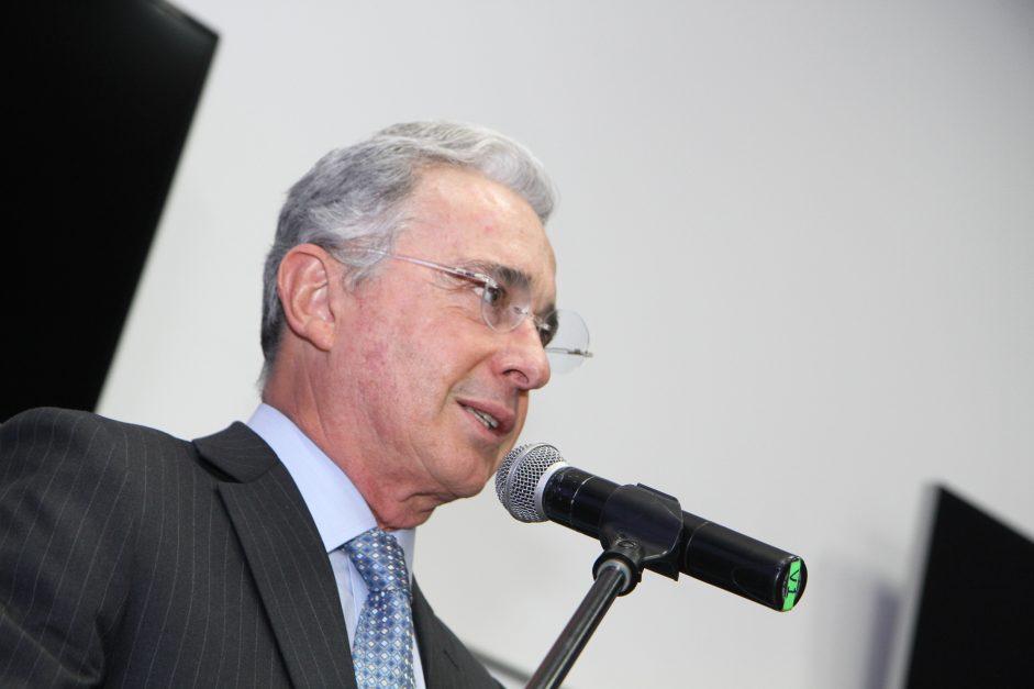 Las únicas «relaciones» que Uribe tuvo con paramilitares fue meterlos a la cárcel