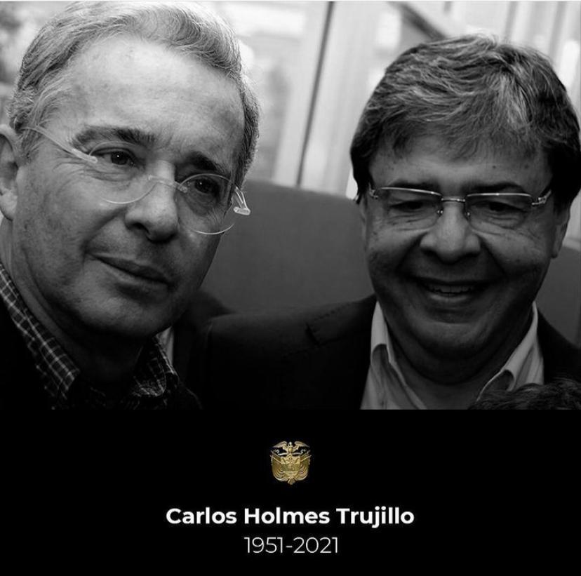 """""""En la vida política se necesitan muchos años para ir pasando del entendimiento político a la amistad y al afecto personal, con Carlos Holmes, con su personalidad, se pasa muy rápido del entendimiento político al afecto personal»"""