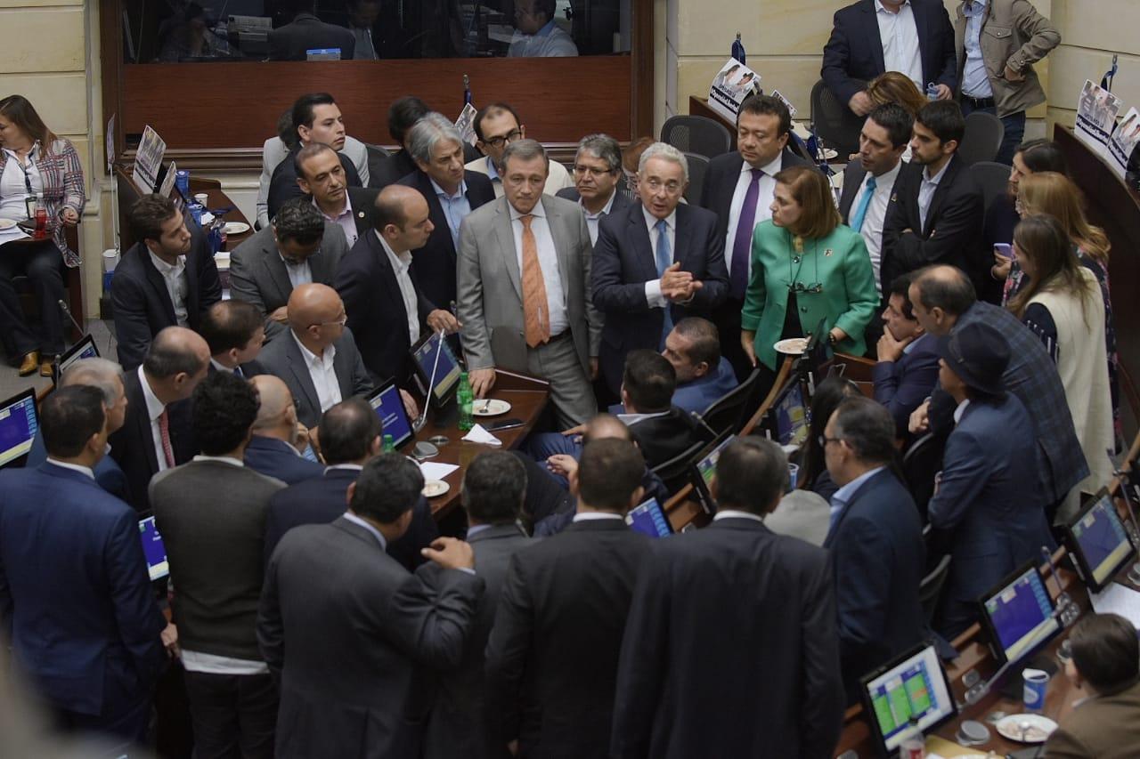 """""""Insistimos en un acuerdo para segunda votación de objeciones"""": Uribe"""