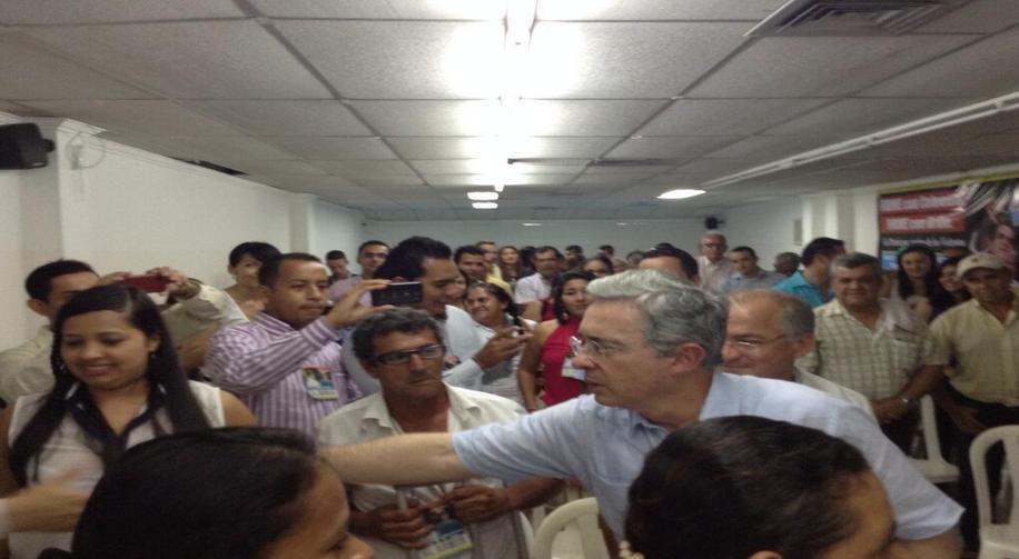 AUDIO «Con complicidad de Maduro e indiferencia Santos, los araucanos tienen que pagar extorsiones a Farc y Eln» Uribe