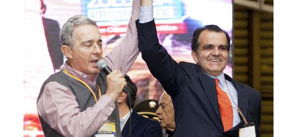 El candidato Oscar Iván Zuluaga y el Presidente Santos, Comparación