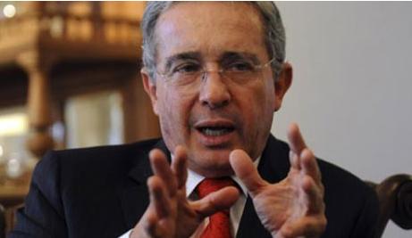 Álvaro Uribe: «Óscar Iván no es una reina de belleza y no se torcerá»