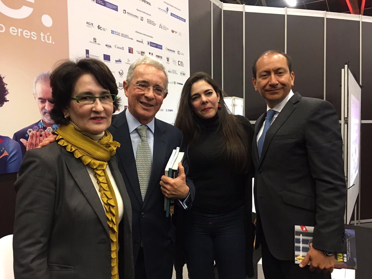 Álvaro Uribe participó en conversatorio sobre Venezuela, en la Feria del Libro 2019