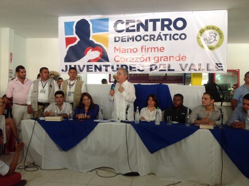 Farc no han cumplido con la liberación de general Alzate y sí siguen asesinando policías: Uribe