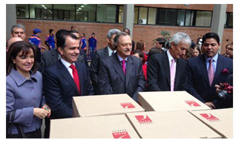 Uribe destaca inscripción de Óscar Iván Zuluaga a la presidencia de la República