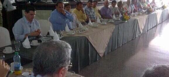 AUDIO «Las vanidades y ambiciones acá no tienen cabida», dice Uribe a empresarios en el Meta