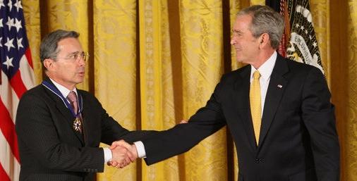 En el 2009 el presidente Uribe recibe máxima distinción dada por gobierno de EE.UU.