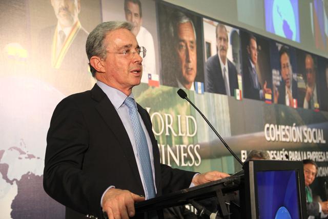 «El tema no es criminalizar al consumidor, ni legalizar la droga» Uribe en México