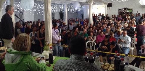 «Nos oponemos a que el Presidente Santos negocie con las Farc las leyes agropecuarias», Uribe