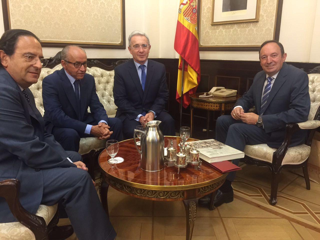 Con dignatarios de la Cámara del Senado, Madrid, insistimos